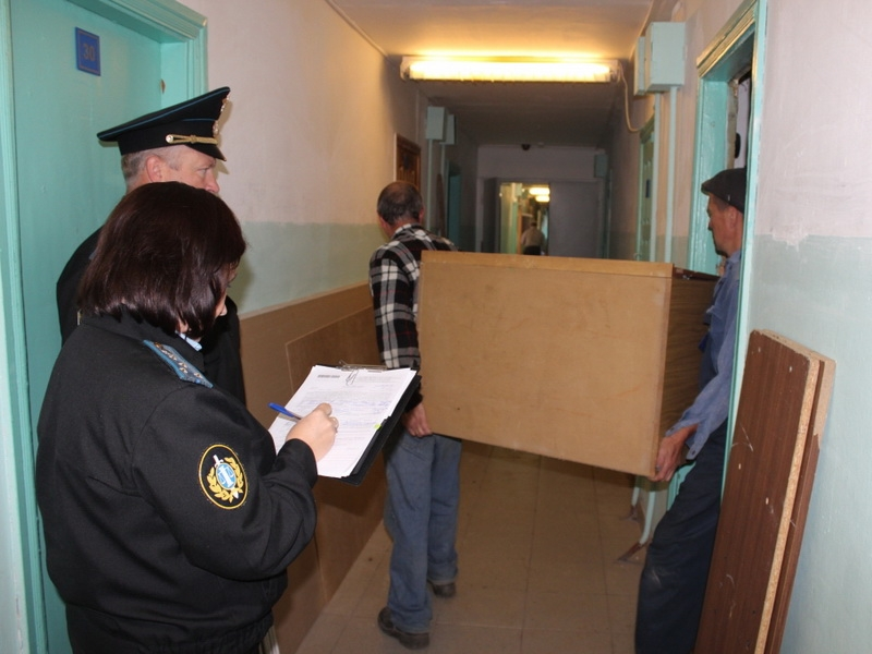 По каким основаниям собственника можно принудительно выселить из его квартиры