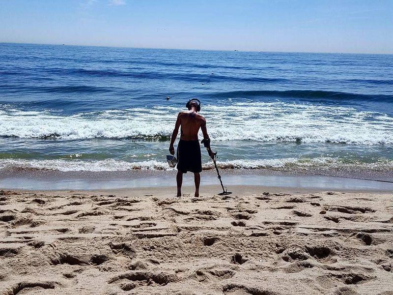 Золотоискатели на пляже и телефонные аферисты