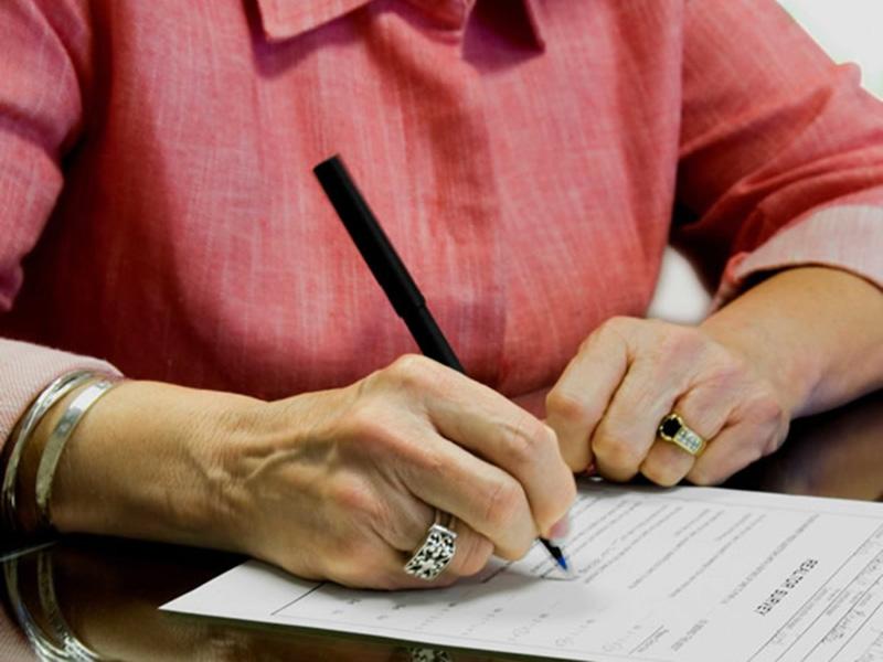 Можно ли отменить договор дарения между родственниками?