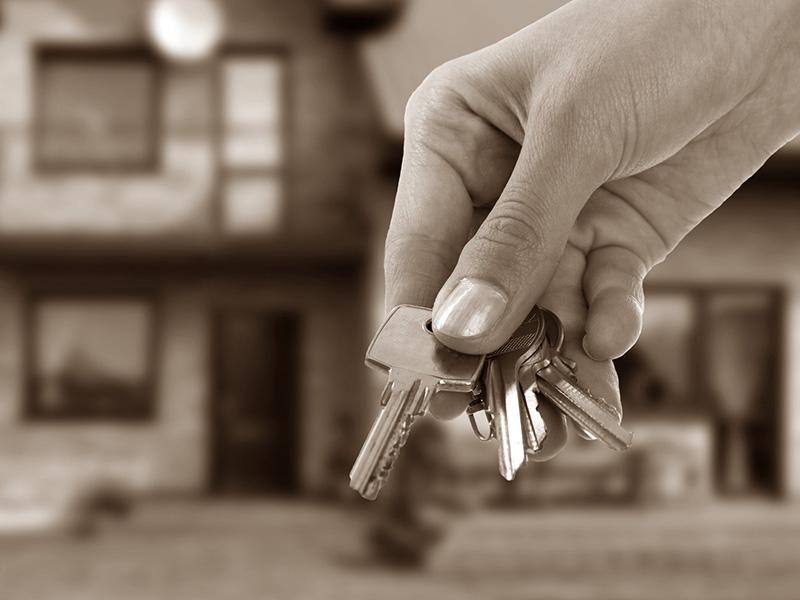 Можно ли продать квартиру с прописанными людьми?