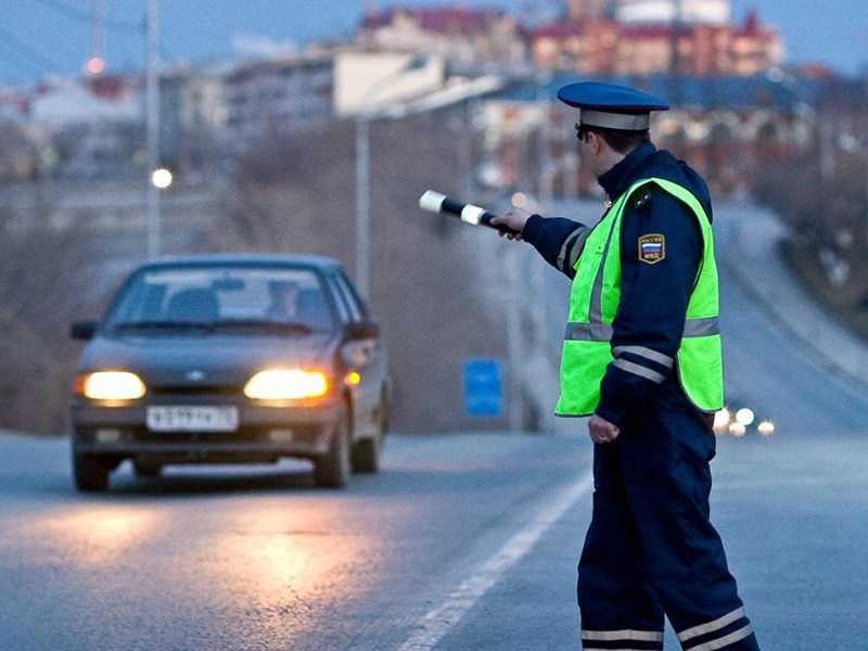 Имеют ли право сотрудники ГИБДД останавливать авто без причины?