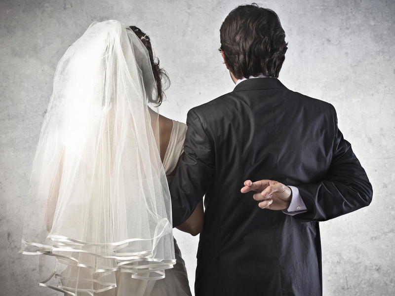 Фиктивные браки в России стали разоблачать