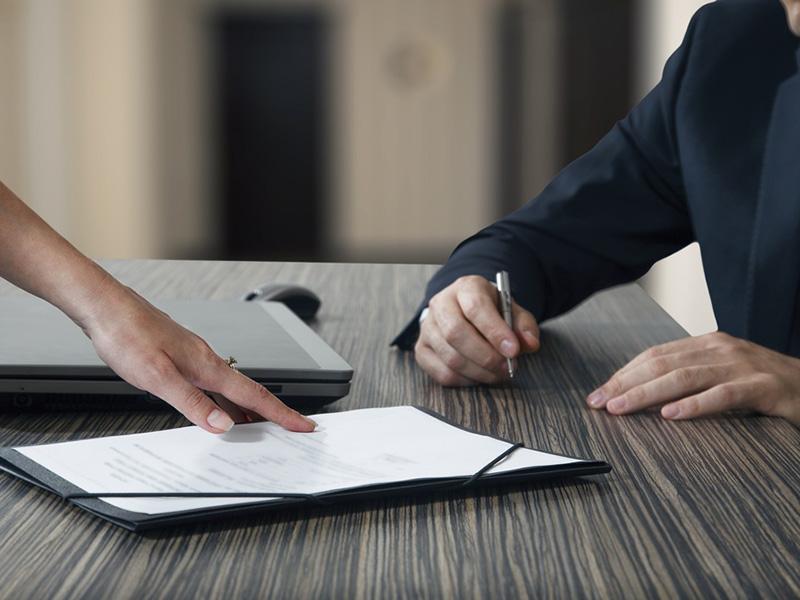 Может ли работодатель уволить должника?