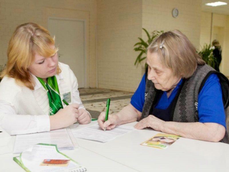 Банки продолжают сажать пенсионеров на «кредитную иглу»