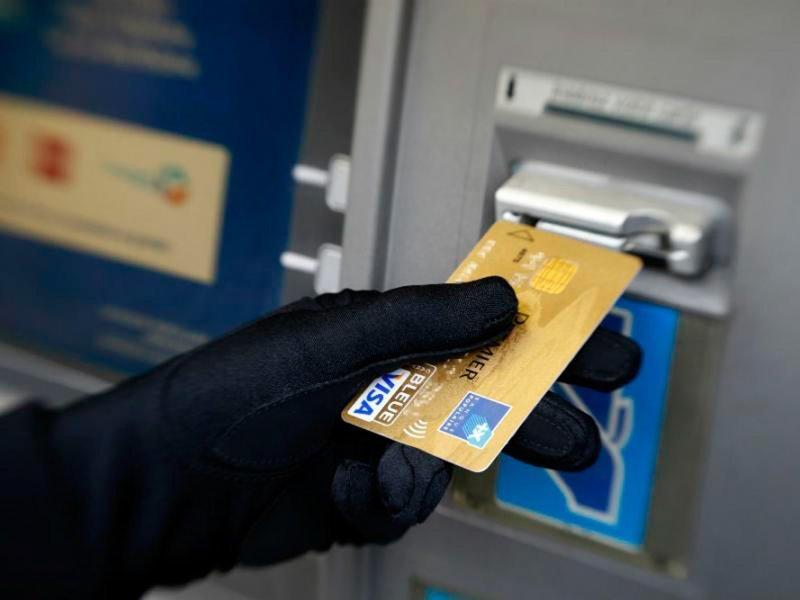 Как вернуть украденные деньги с банковской карты?
