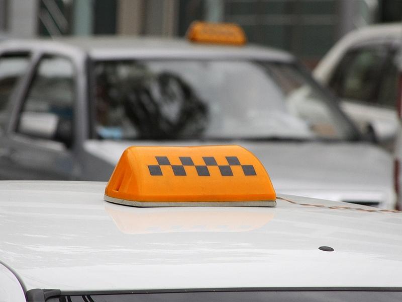 Пожаловаться на таксистов теперь можно в Роспотребнадзор