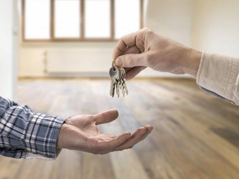 Почему опасно покупать квартиру у своих родственников?