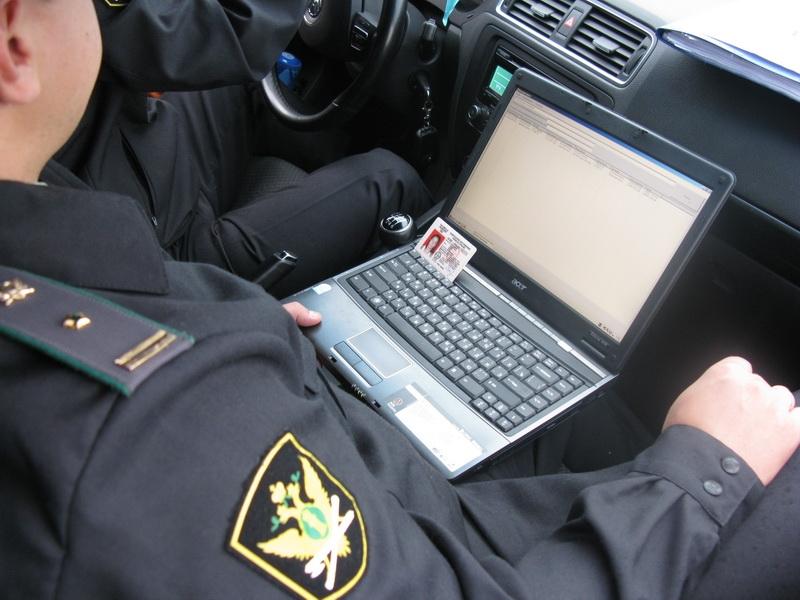 Должников по кредитам стали останавливать ДПС на дорогах
