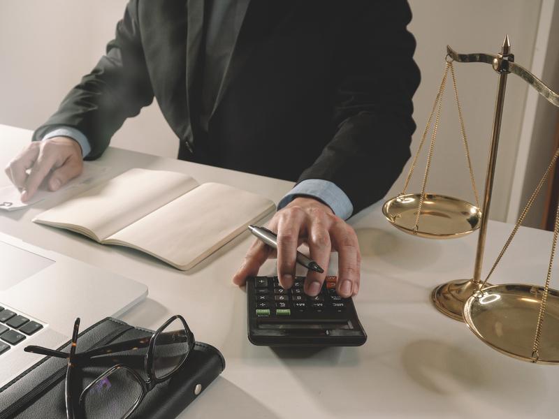 Юрист по банкротству помог мне избавиться от долгов и сохранить имущество