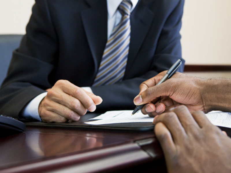 Как закрыть счет в банке без погашения задолженности?