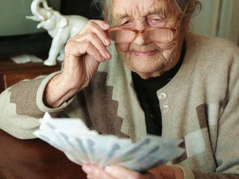 Счета пенсионеров будут проверять и штрафовать за не уплаченные налоги