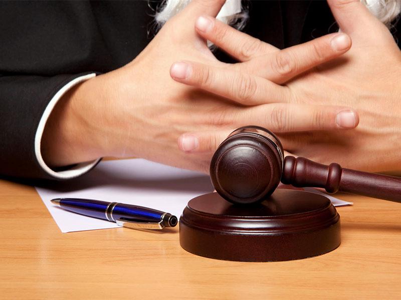 Практика показывает, что россияне не могут самостоятельно защитить себя в судах