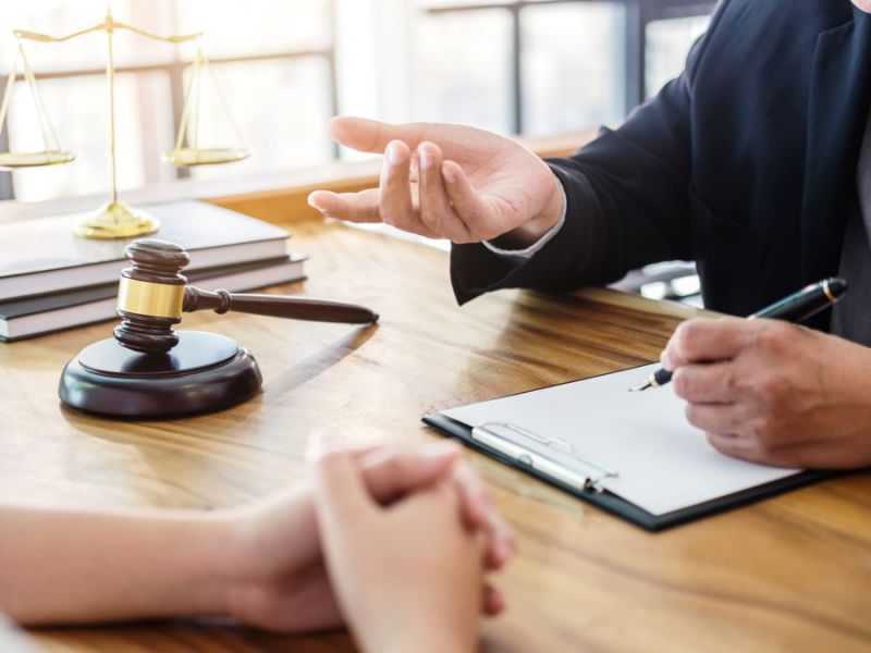 Можно ли взыскать убытки с риэлтора или юриста участвующих в заключении сделки