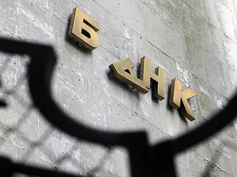Кому продают своих клиентов разорившиеся банки России?