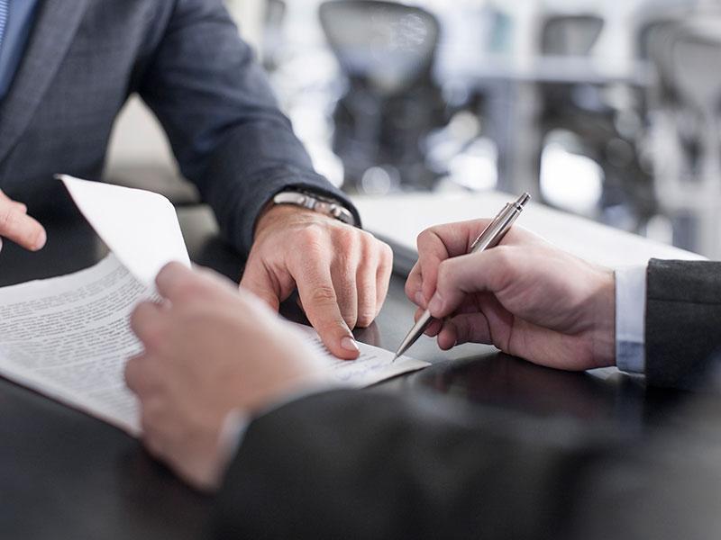 Кто может попасть под обязательный контроль при заключении сделок с недвижимостью?