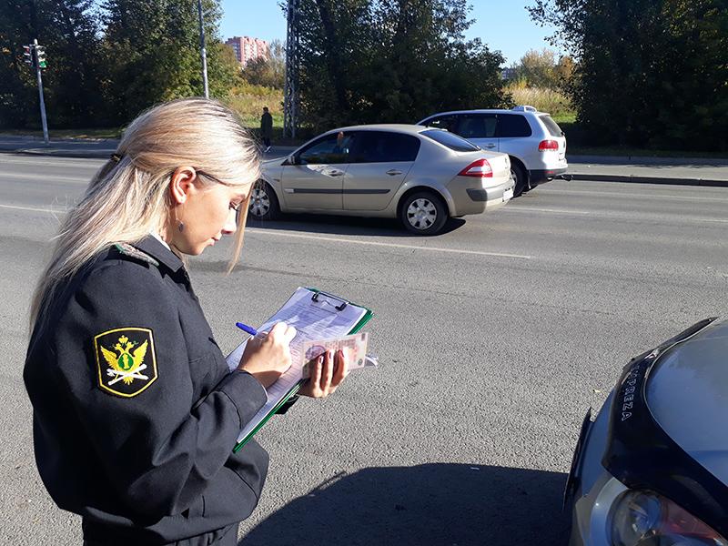 Имеет ли право пристав требовать оплаты задолженности по штрафу на дороге?