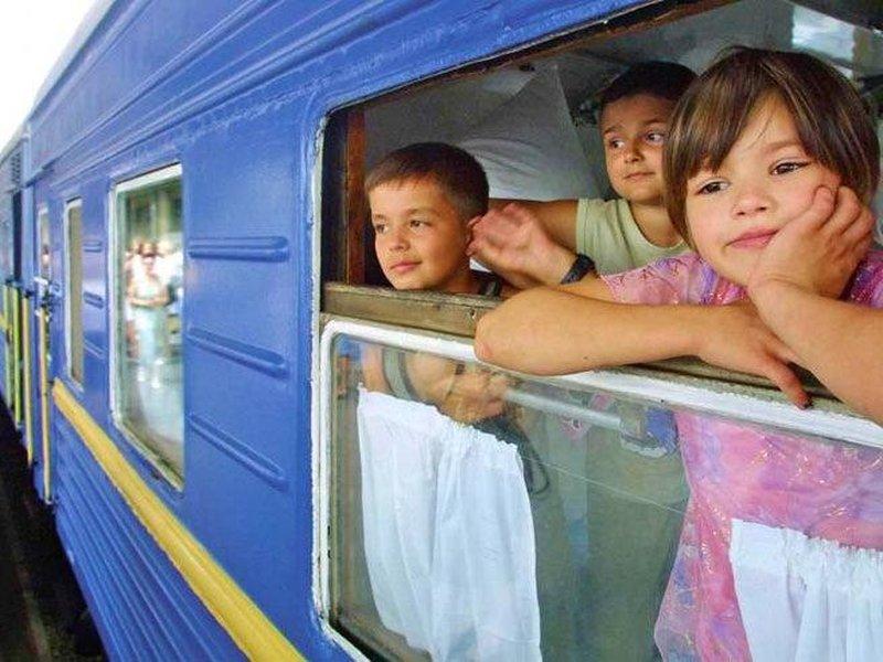 Можно ли отправить ребенка с родственниками на поезде в другой город?