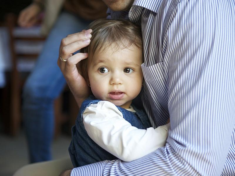 Может ли отец прописать ребенка к себе, без участия матери?