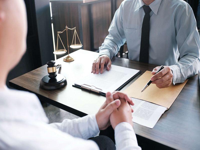 Когда требуется замена адвоката в уголовном деле?