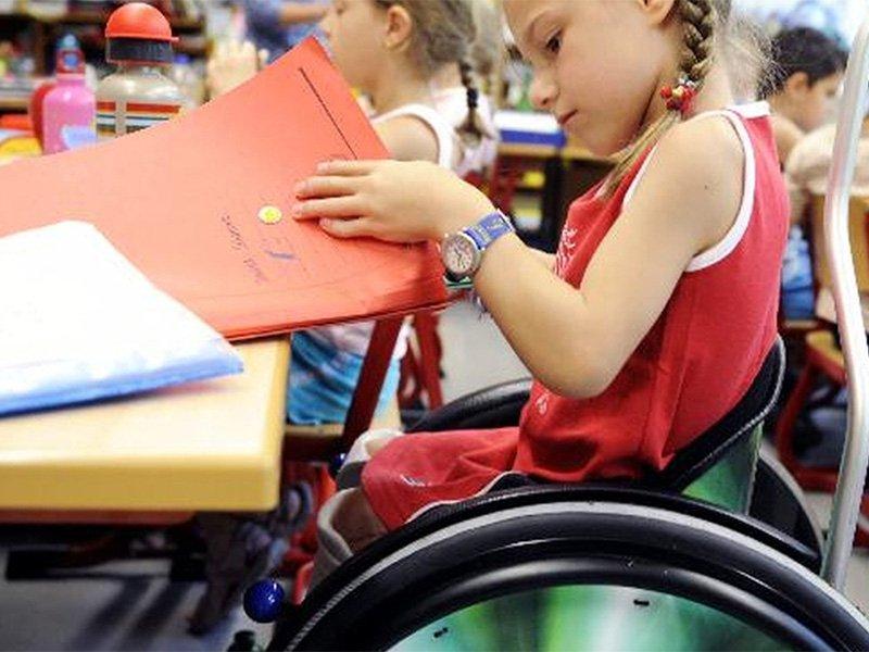 Вправе директор школы пугать ребенка инвалида ПНИ? Как поступить родителям?