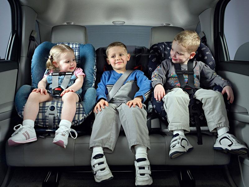 До скольки лет нужно возить ребенка в автокресле по правилам?
