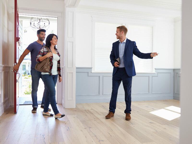 Почему не стоит покупать квартиру у должника?