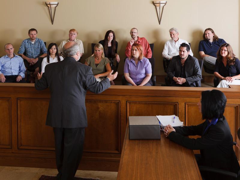 Можно ли в суде задавать вопросы?